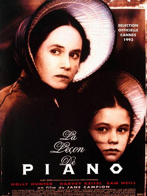 Au siècle dernier en Nouvelle-Zélande, Ada, mère d'une fillette de neuf ans, s'apprête à suivre son nouveau mari au fin fond du bush. Il accepte de transporter tous ses meubles à l'exception d'un piano qui échoue chez un voisin illettré. Ne pouvant s...