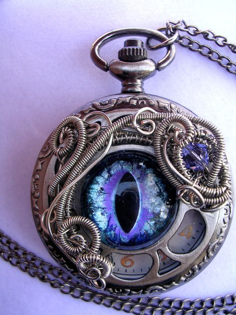 Purple Ice – Dragon Eye Pocket Watch by LadyPirotessa Purple Ice – Dragon Eye Taschenuhr von LadyPirotessa Ice Dragon, Dragon Eye, Fantasy Jewelry, Gothic Jewelry, Eye Jewelry, Jewelery, Cles Antiques, Bijoux Harry Potter, Dragon Warrior