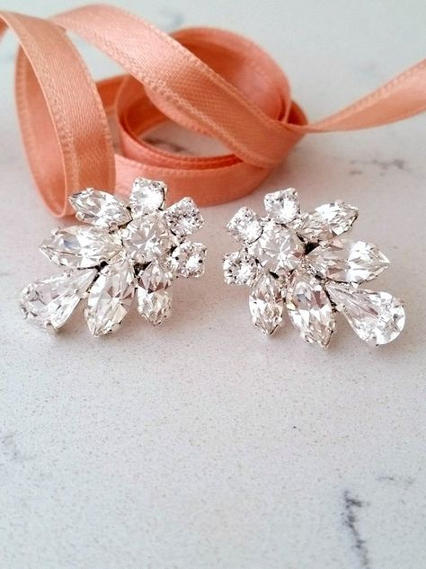 #weddings #jewelry #earrings #bridalearrings #chandelierearrings #crystalearrings #swarovskiearrings #statementearrings #whiteclearcrystal #diamondearrings #bridesmiadsgift #weddingjewelry #largeearrings #gatsbystyle #crystaldiamond