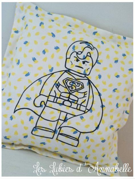 Coussin ou doudou Super Héro Batman et Superman LEGO Jaune et Bleu