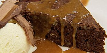 Receita de brownie de chocolate com calda de caramelo