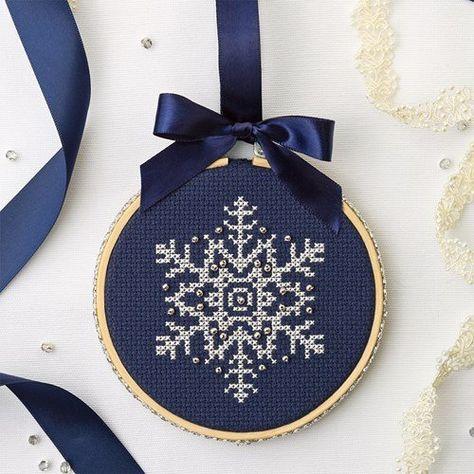 Cross Stitch Christmas Ornaments, Xmas Cross Stitch, Cross Stitch Charts, Cross Stitching, Cross Stitch Embroidery, Christmas Cross Stitch Patterns, Snowflake Embroidery, Cross Stitch Freebies, Beaded Cross Stitch