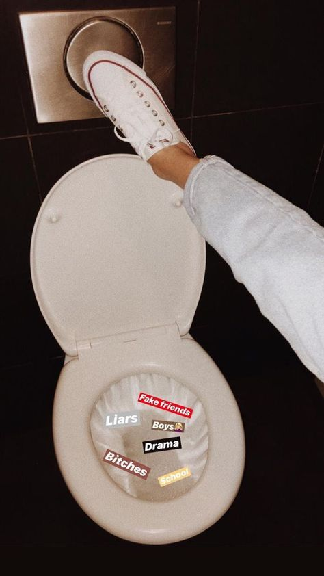 A toilet flushing Fake friends, Liars , Boys , Bitches , Drama and school Ideas For Instagram Photos, Creative Instagram Stories, Insta Photo Ideas, Bad Girl Aesthetic, Aesthetic Photo, Aesthetic Pictures, Night Aesthetic, Instagram And Snapchat, Instagram Story Ideas