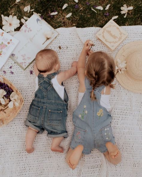 5 Spring Activities for Kids - Barefoot Blonde by Amber Fillerup Clark - 5 Spring & Summer Activities for Kids. 5 Spring & Summer Activities for Kids. Sibling Photography, Children Photography, Photography Ideas Kids, Fashion Photography, Cute Babies Photography, Photography Outfits, Barefoot Blonde, Foto Baby, Summer Activities For Kids