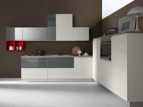 Cucina moderna ad angolo con elettrodomestici | Cucine ...