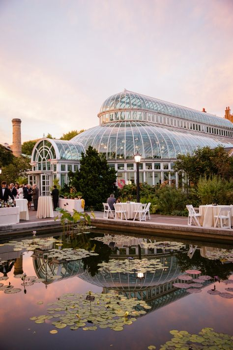 Botanical Garden Style Brooklyn Wedding - MODwedding This beautiful Brooklyn wedding was captured by the talented Amaranth Photography. Filled with garden-like details, this wedding is a true beauty.
