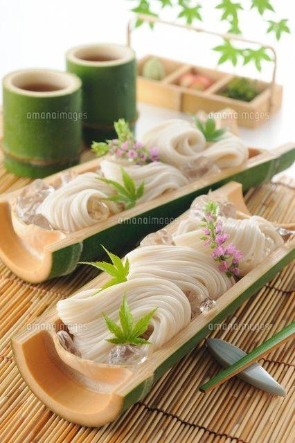 竹の器に盛ったそうめん (c)HIROYUKI TAKENO/a.collectionRF