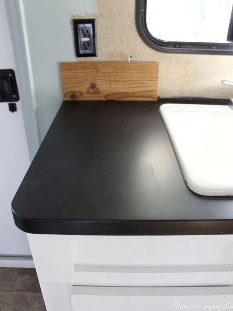 painting RV countertops Source by The post Painting Laminate Countertops with Chalkboard Paint appeared first on Flower Gardens. Painting Laminate Countertops, Countertop Makeover, Cheap Countertops, Spray Paint Countertops, Laminate Cabinets, Paint Formica, Resurface Countertops, Laminate Furniture, Cocina Diy