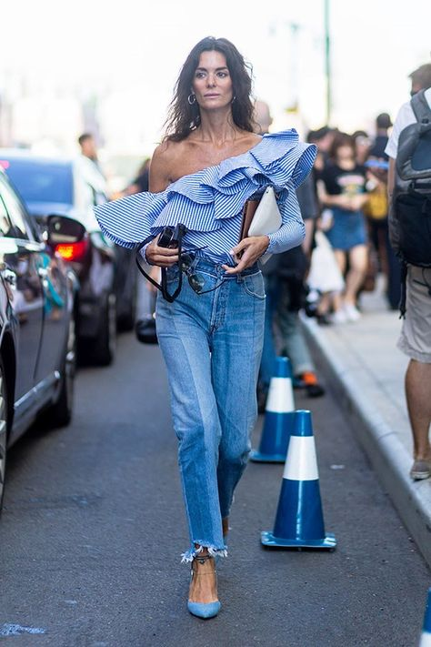 Street Style New York Fashion Week Spring 2017 Day 6 - Image 3