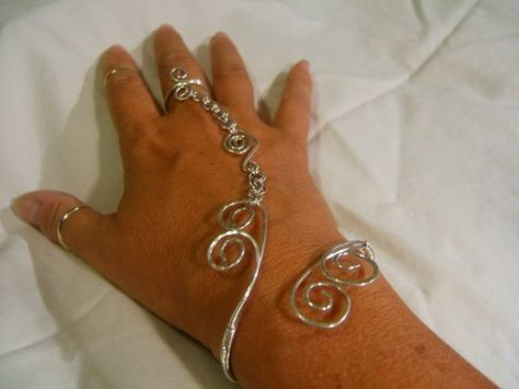 Manipulationin Wire slave bracelet