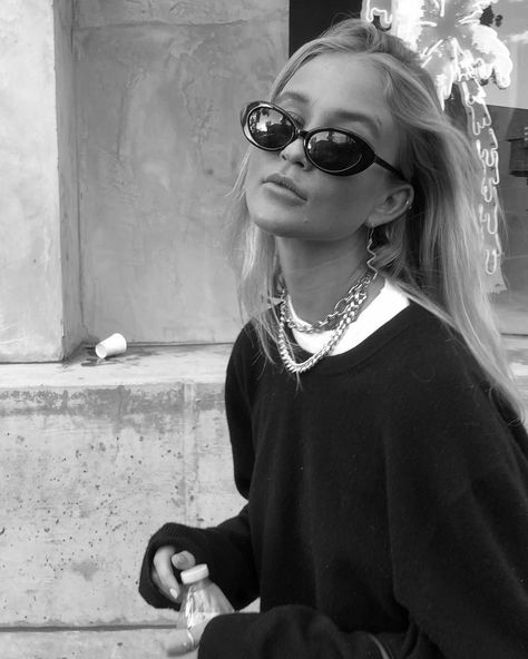 style inspiration + summer aesthetic + fashion + vacation outfit + beauty + beach look + sunglasses + tanned + mood board + sun kissed Black And White Aesthetic, Black N White, Black White Photos, Looks Style, Looks Cool, Winter Fashion Outfits, Look Fashion, Girl Fashion, Fashion Black