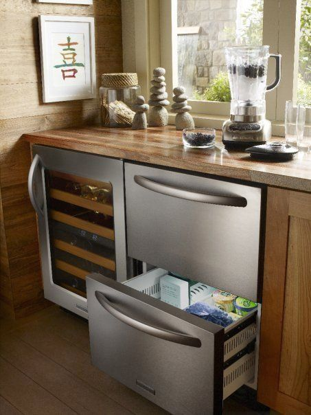 Pull Out Mini Refrigerator Next To The Wine Cooler Kitchen Appliance Gallery At 1000 In 2020 Outdoor Kitchen Appliances Cool Kitchens Cool Kitchen Appliances