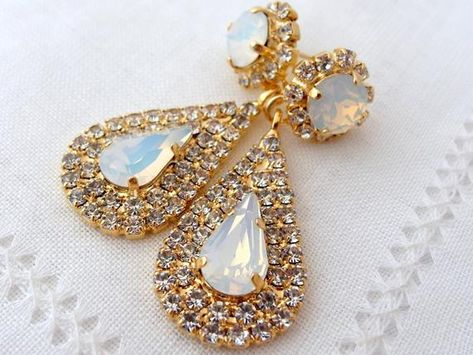 #weddings #jewelry #earrings #bridesmaidgift #bridalearrings #swarovskiearrings #chandelierearrings #statementearrings #dangleearrings #vintageearrings #rhinestoneearrings #swarovskirhinestone #dropearrings #whiteopalearrings #opalearrings