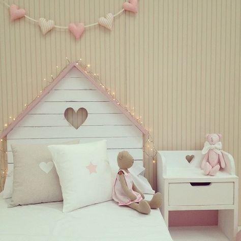 Cabecero de madera en forma de casita http://www.mamidecora.com/muebles-cabeceros-en-forma-de-casita.html