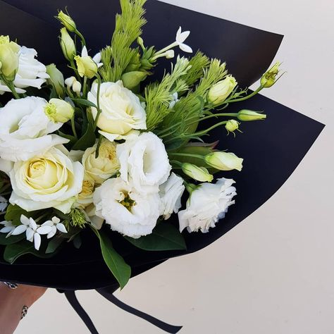 Order Online By 12pm For Same Day Delivery Melbourne Florist Flowers Birthday White Bouquet Gift And Green
