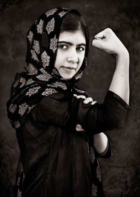 Facts About Malala Yousafzai. Malala Yousafzai is a small activist who seeks to defend the rights of children and women. Divas, Chubby, Robert Mapplethorpe, Robert Doisneau, Weegee, Andre Kertesz, Nick Cave, Badass Women, Iconic Women