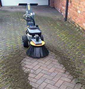 Block Paving Cleaner Removing Moss From Block Paving Surface Pavement Design House Front Design Block Paving Driveway