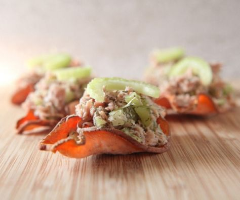 Perfect quick and easy snack or lunch idea: sweet potato and tuna chips.  http://stalkerville.net/  #paleo #aip