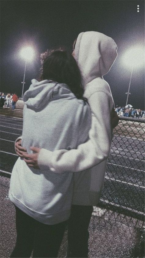 40 Sweet And Goofy Couples In Hoodies To Make You Wanna Fall In Love Right Now - Page 20 of 40