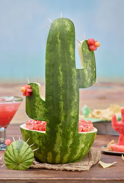 Cinco de Mayo with this watermelon cactus carving and Fire and Ice Salsa.Celebrate Cinco de Mayo with this watermelon cactus carving and Fire and Ice Salsa. Margarita Party, Fiestas Party, Taco Party, Fiesta Theme Party, Fiesta Party Foods, Mexican Fiesta Birthday Party, Salsa Party, Partys, Diy Party Decorations