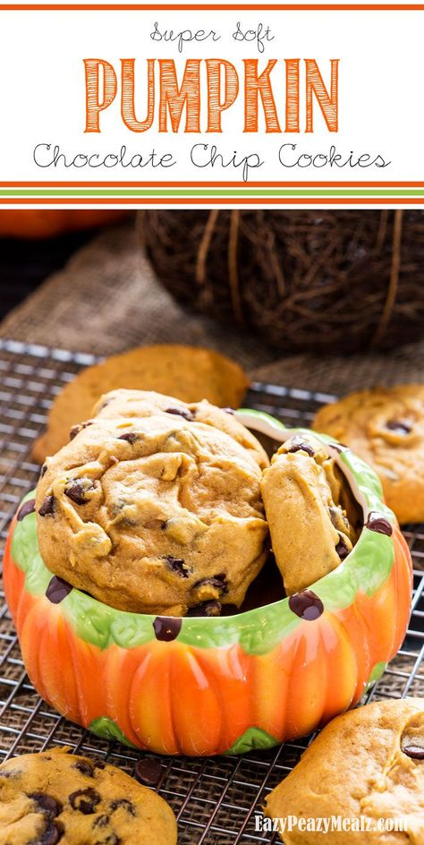 This big batch recipe for Super Soft Pumpkin Chocolate Chip Cookies is the perfect fall treat! These pillowy soft, oh so delicious, and uber flavorful pumpkin chocolate chip cookies are exactly what I needed for Köstliche Desserts, Delicious Desserts, Dessert Recipes, Pumpkin Chocolate Chip Cookies, Soft Pumpkin Cookies, Cookies Soft, Chocolate Chip Pancakes, Fall Cookies, Pumpkin Cupcakes