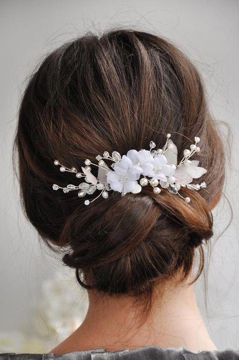 Bridal hair comb pearls hair clip white flowers hair piece | Etsy #WeddingHairJewelry