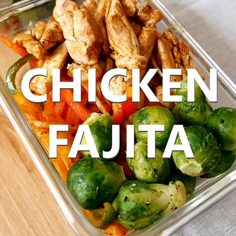 Try this low carb chicken fajita meal prep that's absolutely delicious and nutritious. Great if you're on a low carb diet and want to have a meal to eat at work - especially when you have a busy lifestyle. #mealprep #chickenfajita #lowcarb