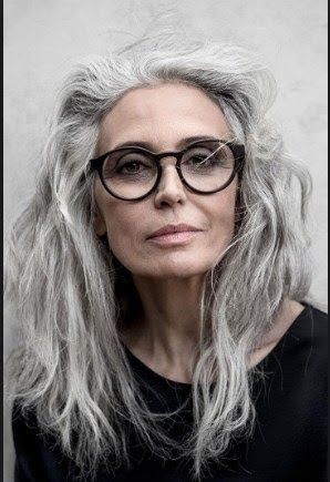 55 Latest Hairstyles For 50 60 Year Old Woman With Glasses Das Ist Sie Die Neue Trendhaarfarbe F In 2020 Grey Hair And Glasses Grey Hair Over 50 Grey Hair Inspiration