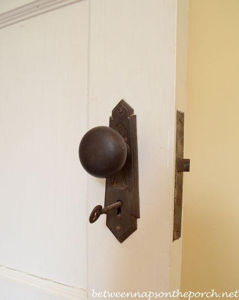 Beautiful old door knobs in 1930's home | http://betweennapsontheporch.net