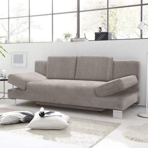 Dieses Schlafsofa ist im klassischen Stil gemütliche Couch und komfortables Bett in einem. Mit der geradlinigen Form und den eleganten Edelstahlfüßen passt das Sofa in moderne Wohnräume, um das vorhandene Mobiliar zu ergänzen, oder auch als Gästebett in ein Gästezimmer. Dank des mit Originalstoff bezogenen Rückens lässt sich das Dauerschlafsofa auch frei im Raum stellen. Maximale Flexibilität gewährleisten die mehrfach abklappbaren Armlehnen sowie die losen Rückenkissen. Mit wenigen Handgriffen