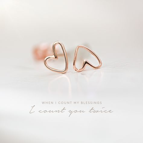 Show your  L O V E  with rose gold plated ear studs in heart shape ❣️ #earrings #earstuds #ohrstecker #love #heart #romance #look #romantic