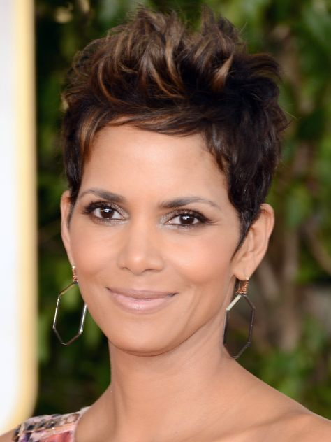 Actress Halle Berry arrives at the Annual Golden Globe Awards held at The Beverly Hilton Hotel on January 2013 in Beverly Hills, California. - 292 of 1397