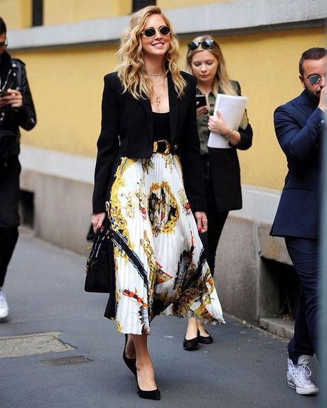 Spott – Inspire consumers, spark sales Classic and beautiful Chiara Ferragni with her Versace printed silk skirt