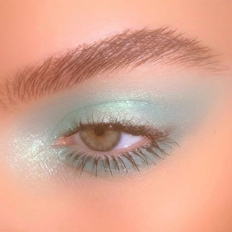"""ColourPop Cosmetics on Instagram: """"hazy soft green ☁️💫🌻 wearing: mint to be palette   have you tried any fun make up looks while being stuck inside? - @weepeace - #colourop…"""" Soft Eye Makeup, Exotic Makeup, Glowy Makeup, Colorful Eye Makeup, Makeup Art, Makeup Geek, Aesthetic Eyes, Aesthetic Makeup, Fairy Makeup"""