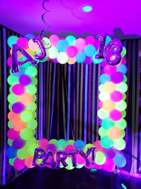 15 Ideas to give your XV years a neon touch; because nobody shines more than you - fiesta neon - Party Sleepover Birthday Parties, Birthday Party For Teens, Birthday Party Decorations, Card Birthday, Teen Party Themes, Glow Party Decorations, Glo Party Ideas, Rave Party Ideas, Teen Birthday