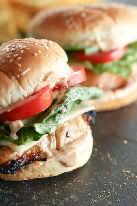 10 Most Misleading Foods That We Imagined Were Being Nutritious! Marinated Grilled Chicken Sandwich Recipe - An Easy And Healthy Lunch Or Dinner Marinated Grilled Chicken, Grilled Chicken Sandwiches, Chicken Sandwich Recipes, Deli Sandwiches, Grilled Chicken Recipes, Recipe Chicken, Chicken Sandwhich, Best Sandwich Recipes, Dinner Sandwiches
