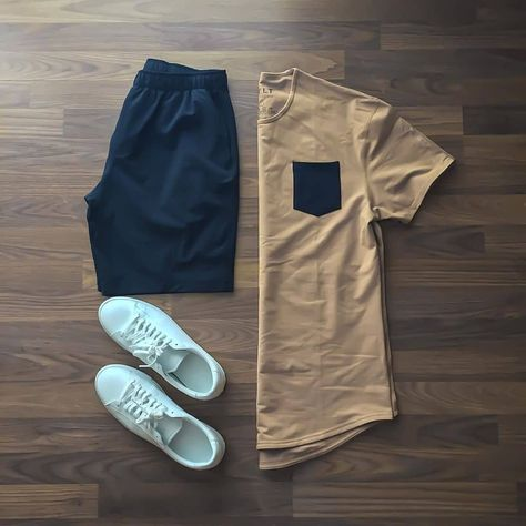 The world of fashion for men. and offers a range of men's products and style tips Summer Outfits Men, Stylish Mens Outfits, Casual Outfits, Men Casual, Casual Chic, Retro Mode, Mode Vintage, Tomboy Fashion, Mens Fashion