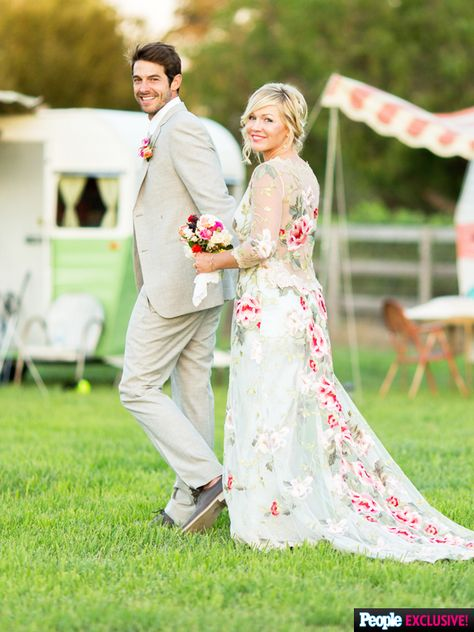Details on Jennie Garth's One-of-a-Kind Floral & Lace Wedding Gown | Wedding Blog, Wedding Planning Blog | Perfect Wedding Guide