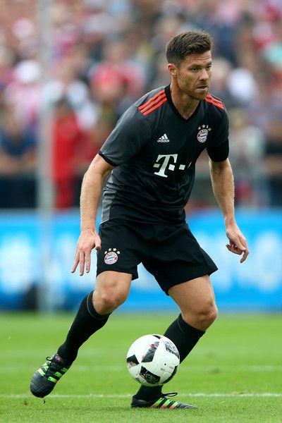 Xabi Alonso Of Bayern Munich In 2016 Xabi Alonso Good Soccer