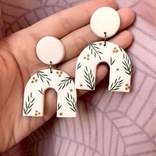 Diy Clay Earrings, Polymer Clay Jewelry, Polymer Clay Projects, Clay Beads, Clay Art For Kids, Polymer Clay Christmas, Polymer Clay Ornaments, Sculpey Clay, Cute Polymer Clay