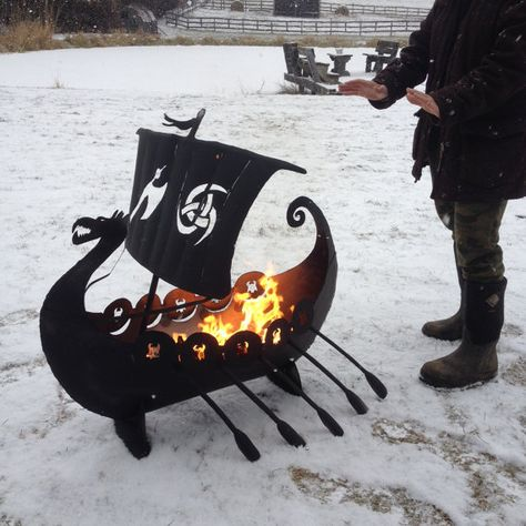 Ship Fire Pit Oh my, I can't even take this much awesome! A Viking longship firepit. I will have thee!Oh my, I can't even take this much awesome! A Viking longship firepit. I will have thee! Metal Viking, Barbecue Original, Viking Longship, Metal Fire Pit, Fire Pits, Fire Pit Sphere, La Forge, Viking Symbols, Viking Ship