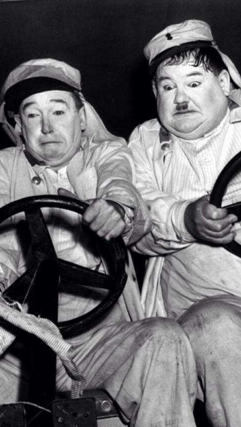 Stan Laurel & Oliver Hardy using TWO steering wheels ‼️