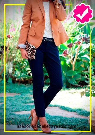 34dc6a586a45 pantalón azul marino outfit - como combinar un pantalón azul marino ...