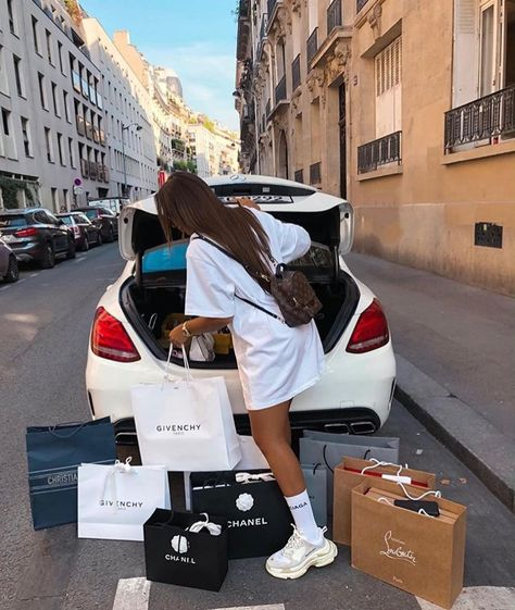 -R Collection: Luxury / Luxo Boujee Lifestyle, Luxury Lifestyle Fashion, Wealthy Lifestyle, Lifestyle Clothing, Pinke Outfits, Boujee Aesthetic, Luxe Life, Rich Girl, Rich Woman