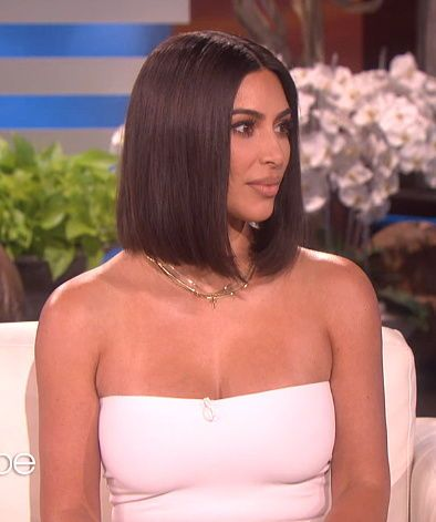 Kim Kardashian Wearing A Bob Hair Style On The Ellen Show Kim Kardashian Short Hair Carmel Hair Hair Styles
