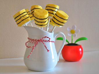bumble bee marshmallow dipped in yellow candy melts