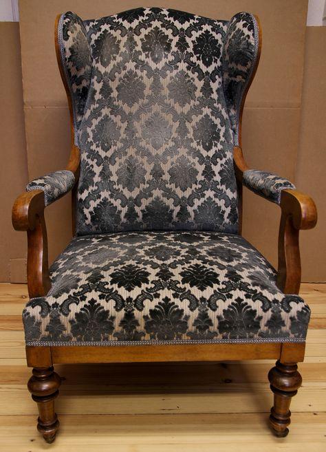 Biedermeier Ohrenbacken - Sessel Formschöner Ohrenbackensessel aus dem Biedermeier gefertigt um 1830 im Süddeutschen aus massiver Kirsche. Kennung : Nr. 402