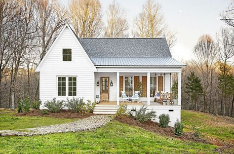 96 Beautiful Small Farm House Design Ideas Cottage House Exterior Modern Farmhouse Exterior Small Farmhouse Plans