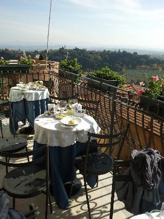 Panorama Tavoli Da Giardino.Bar Del Centro Storico Quante Colazioni E Pranzi Fatti Con
