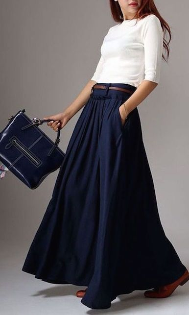 rivenditore online 055e0 39e7f Come indossare una gonna a pieghe lunga e blu | Gonne lunghe, Idee ...